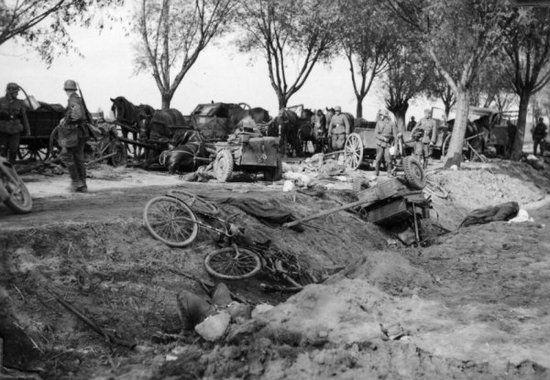 Przestawiana jako polskie zwycięstwo bitwa nad Bzurą, tan naprawdę zakończyła się sromotną klęską wojsk gen. Kutrzeby. Nasi propagandyści jednak wiedzieli swoje.