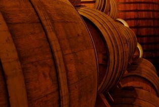 To akurat beczki z winem, ale miejsce cudu dokonanego przez Kolumbana wyglądało pewnie dość podobnie (fot. Pascal Kryl; lic. CC ASA 3,0).