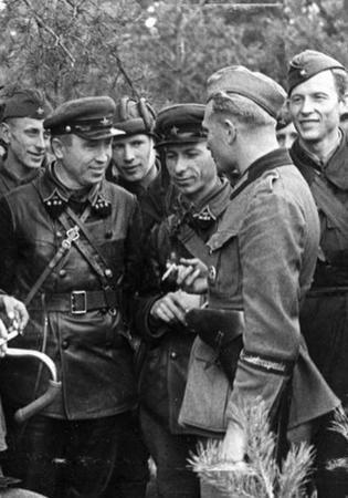 Władze emigracyjne przekonywały, że Polska mogła wygrać z Niemcami, gdyby nie zdradziecki atak Sowietów.