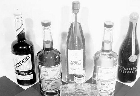 W dobie szalejącego Wielkiego Kryzysu niewielu Polaków było stać na picie markowych alkoholi. Dlatego oficjalnie spożycie trunków wysokoprocentowych w II RP było bardzo niskie.