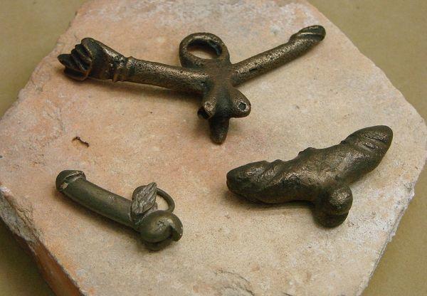 Rzymskie fascina - falliczne amulety