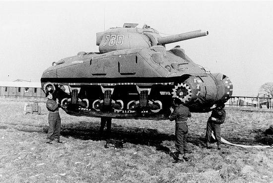 """Noszenie """"czołgów"""", jedno z głównych zadań członków """"Armii Duchów"""". No a czy Wy macie na tyle krzepy, aby podnieść czołg? Albo chociaż atrapę czołgu?"""