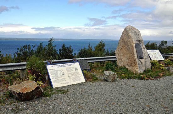Monument w Guysborough, Nova Scotia, upamiętniający wyprawę księcia Henryka Saint-Clair (fot. Dennis Jarvis; lic. CC ASA 2.0).