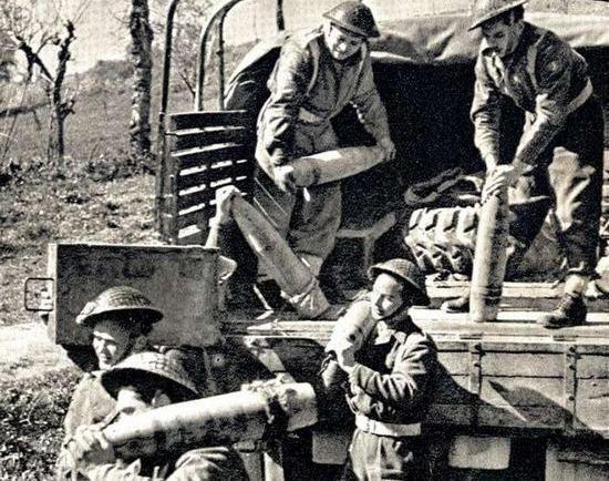 Widząc swoich towarzyszy broni z 22 Kompani Transportowej noszących ciężkie skrzynie z amunicją pewnego dnia Wojtek postanowił im pomóc, czym całkowicie zaskoczył alianckich żołnierzy.