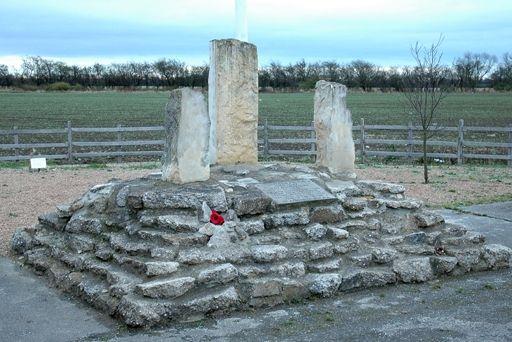 W Faldingworth stoi obecnie pomnik upamiętniający odwagę i męstwo lotników z polskiego 300 dywizjonu.