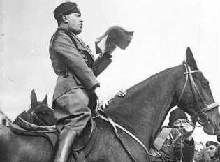Benito Mussolini w 1929 roku (fot. Deutsches Bundesarchiv, lic CC ASA 3,0)