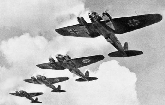 Odwołanie inwazji na Wielką Brytanię tłumaczy się porażką Luftwaffe w bitwie o Anglię, jednak tak naprawdę nawet gdyby Niemcy zyskali panowanie w powietrzu to desant najpewniej zakończyłby się sromotną klęską.