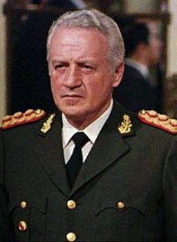 Przegrana wojna o Falklandy kosztowały Leopoldo Galtieriego władzę (fot. Tupolepo; lic CC ASA 3.0).