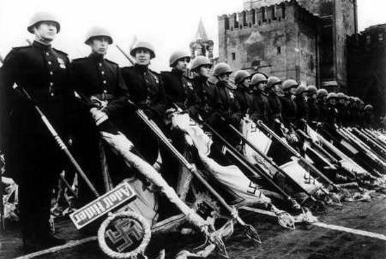 Pomysł nadania Stalinowi tytułu generalissimusa narodził się 24 czerwca 1945 r. na bankiecie po wielkiej paradzie na część zwycięstwa nad III Rzeszą.