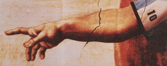 Fotomontaż, aluzja do ręki boskiej, fragmentu fresku Stworzenia Adama (autor: pruxo; lic. GNU FDL 1.2).