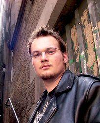 Krzysztof Piskorski. Autor jednego z najlepszych artykułów w zbiorze.