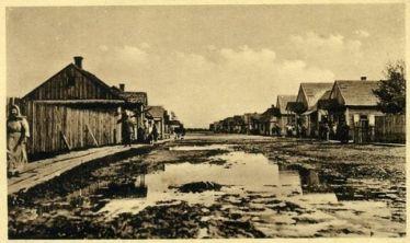 Kolejny podatek szedł na drogi. Właśnie takie drogi (na zdjęciu Baranowicze. Jedno z najważniejszych polskich miast na wschodzie).