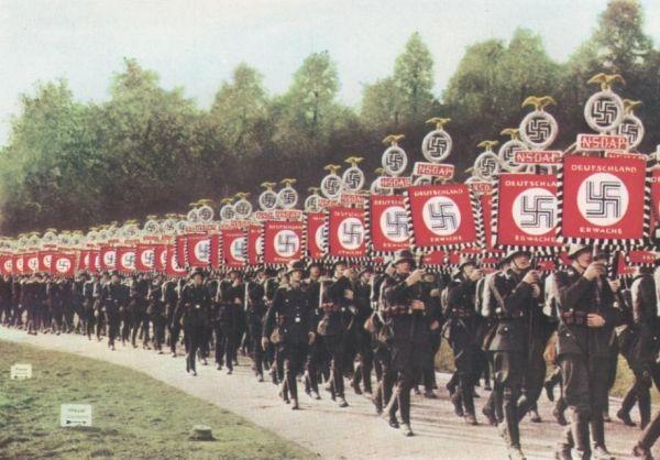 Naziści maszerują... zapewne na pomoc Polakom!