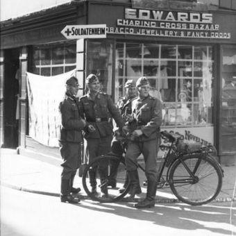 Niemieccy żołnierze w Guernsey. Ale im wesoło!