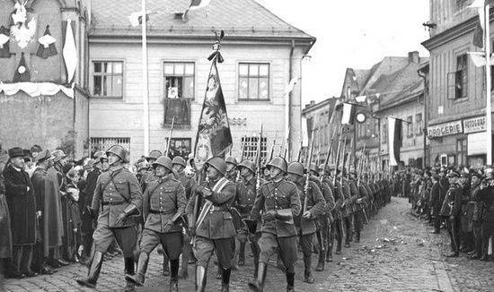 Konflikt o Zaolzie między Polska a Czechosłowacją ciągnął się przez cały okres międzywojennym. Najpierw zajęli je Czesi, zaś w 1938 r. zostało przyłączone do Polski.