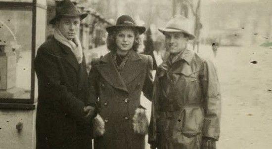 Po tym jak gestapo już złamało Stellę Kübler stała się ona wzorowym łapaczem. Na zdjęciu z członkami swojej siatki zajmującej się tropieniem ukrywających się berlińskich Żydów.