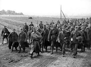 Polscy oficerowie wzięci do radzieckiej niewoli. Mało który miał takie szczęście, co Wołkowicki...