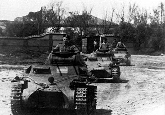 """Panzergruppe """"Drohne"""" przemierza hiszpańskie bezdroża."""
