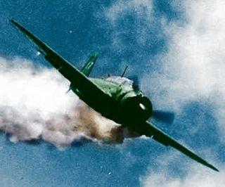 Myśliwiec D4Y3 podczas ataku samobójczego...