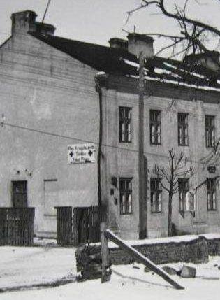 """Niemiecki szpital wojskowy w Siedlcach (fotografia z forum magazynu """"Odkrywca"""")."""