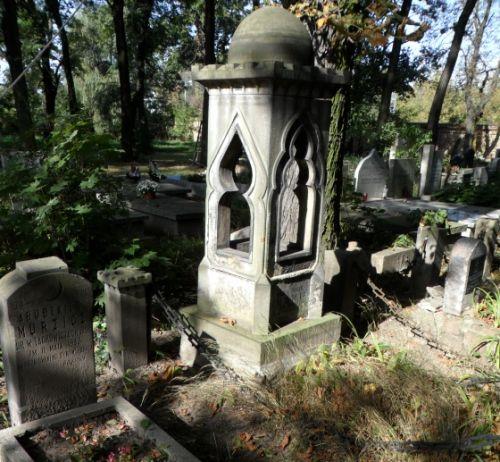 Zagadkowy pomnik na Muzułmańskim Cmentarzu Tatarskim (fot. Krzysztof Bassara).