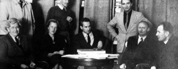 """Redakcja """"Tygodnika Powszechnego"""" w latach 60. (fot. z archiwum Jerzego Turowicza)."""