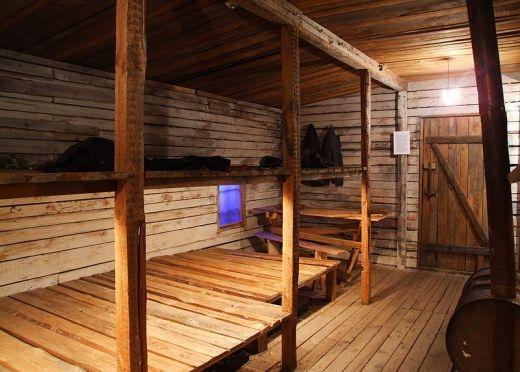 Typowy barak w łagrze. No cóż, eksluzywny hotel to to nie był (fot. z Muzeum Okupacji na Łotwie, lic. CC ASA 3,0; fot. Marcin Szala).