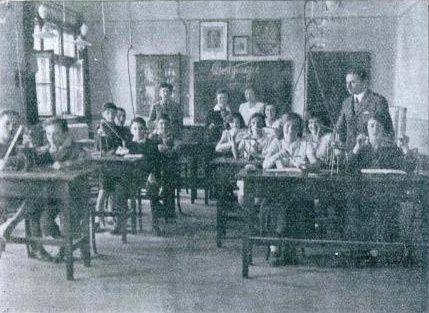 Tak z kolei wyglądały klasy w przedwojennych szkołach...