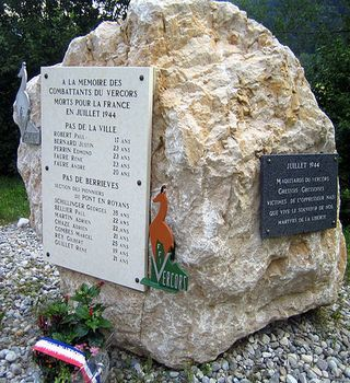 Pomnik upamiętniający poległych powstańców z Wolnej Republiki Vercors (fot. Marc ROUSSEL; lic. CC ASA 3.0).