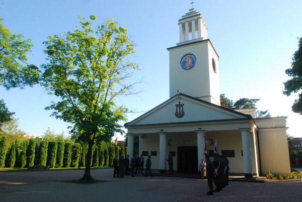 Niewiele zabrakło, aby również kościół garnizonowy w Rembertowie został przerobiony na magazyn. Ostatecznie jednak nie podzielił on losów świątyń w Chełmie Lubelskim, Hrubieszowie czy Kazuniu.