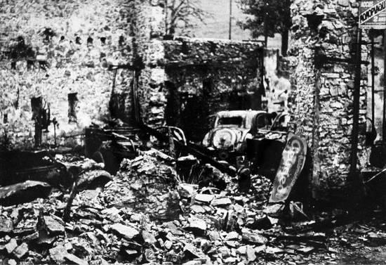 Tyle zostało ze wsi Vassieux-en-Vercors po zbombardowaniu przez samoloty Luftwaffe