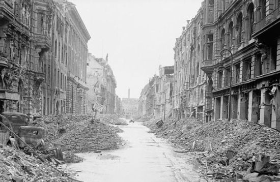 Berlin w pierwszych latach po wojnie prezentował się raczej nieciekawie...