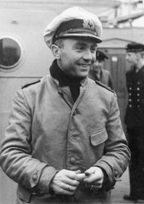 Kiedy kapitan Prien dowiedział się, że właśnie zabił kilkuset Niemców, z jego twarzy musiał spełznąć ten radosny uśmiech.