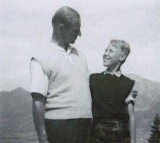 Beztroski nadburmistrz okupowanej Łodzi Werner Ventzki na wycieczce z synem w 1956 roku.