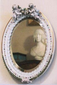 I jeszcze dziewczęce lustereczko... (fot. Muzeum Historyczne Miasta Krakowa).