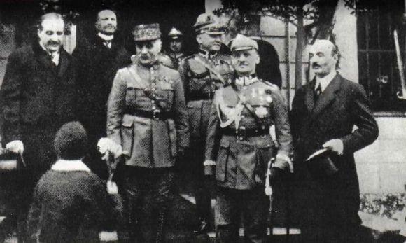 Sikorski od dawien dawna bratał się z Francuzami, nic dziwnego, że woleli poprzeć jego. Na zdjęciu marszałek Ferdinand Foch i generał Władysław Sikorski w Warszawie w 1923.