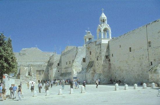 Bazylika Narodzenia Pańskiego w judzkim Betlejem. To tutaj według tradycji na świat miał przyjść Jezus. Naziści w pogoni za aryjskością Zbawiciela twierdzi, że urodził się on w miejscowości o identycznej nazwie, lecz położonej w Galilei niedaleko Nazaretu. Co może niektórych zaskoczyć, mieli chyba sporo racji, ponieważ obecnie wielu badaczy wskazuje na Nazaret lub Gamalę jako miejsce narodzin Chrystusa