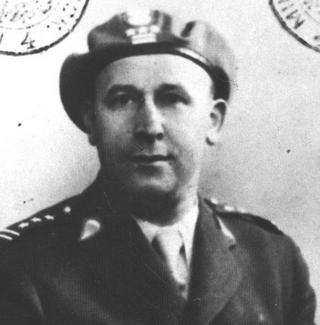 Antoni Zdrojewski, w czerwcu 1940 r. dowódca II dywizjonu 2. Warszawskiego Pułku Artylerii Lekkiej. To włąśnie on, będąc na podwójnym gazie, awansował francuskiego chorążego na podporucznika Wojska Polskiego. Na zdjęciu już jako pułkownik