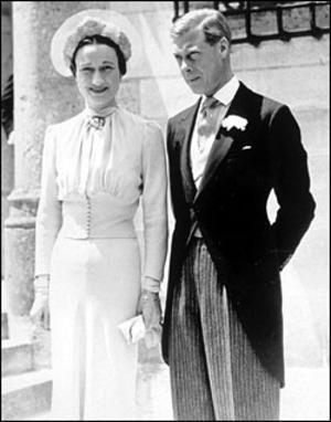 Edward mimo wszystko dopiął swego i poślubił ukochaną kobietę.