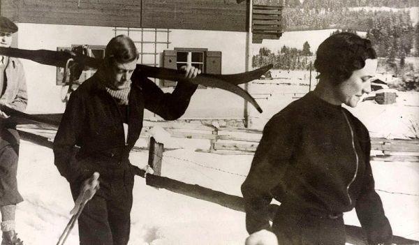 Dla ukochanej kobiety Edward stawił czoła światu i rodzinie. Na zdjęciu Edward i Wallis w Kitzbühel, w Austrii, w lutym 1935 roku.