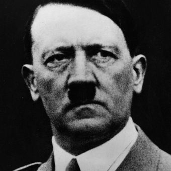 Gdy wróg pojawił się u bram III Rzeszy Hitler postanowił wprowadzić nowe porządki