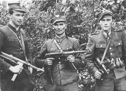 Żołnierze zamojskiej AK (jeszcze zanim zakopali broń).