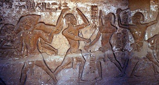 To właśnie Egipcjanie prawdopodobniej jako pierwsi uwiecznili obraz bójki.