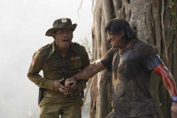 John Rambo miał skuteczność uzbrojonej po zęby dywizji piechoty i wyraz twarzy, który sprawiał, że krew ścinała się w żyłach. Czyżby scenarzystów filmu zainspirowali psychopaci służący w amerykańskich LRRP?
