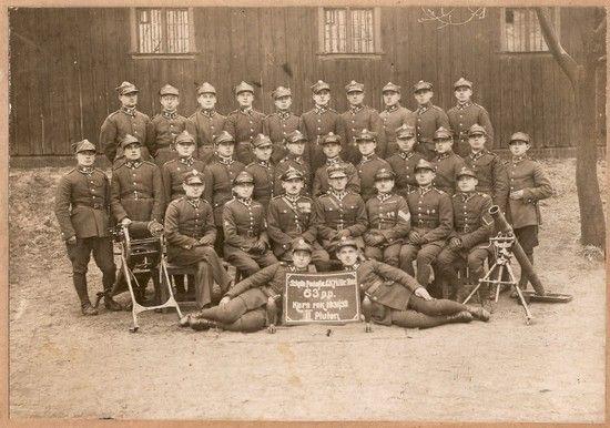 Żołnierze 63 pułku piechoty w 1932 r. Doskonale umundurowani i dobrze odżywieni. Dziesięć lat wcześniej - jeżeli wierzyć zeznaniom Stanisława Szlachty - sytuacja wyglądała zupełnie inaczej
