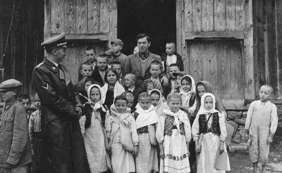 Otto von Wächter u zwyczajnej ukraińskiej rodziny. W wolnych chwilach ten Pan planował jak by tu zlikwidować naród ukraiński i mordował tysiące Żydów…