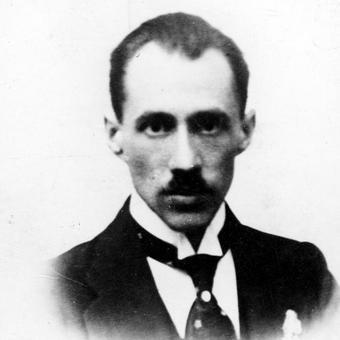 Afera przy budowie Poczty Głównej w Gdyni kosztowała stanowisko Bogusława Miedzieńskiego, który nigdy nie odzyskał już zaufania Józefa Piłsudskiego.