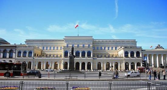 Budynek przy pl. Bankowym 3 w Warszawie. To w tym gmachu urzędował w II RP minister skarbu, któremu podlegały tak dochodowe monopole skarbowe.