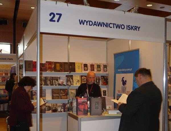 Stoisko Wydawnictwa Iskry.