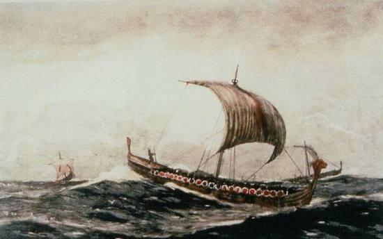 W czasie sztormu nietrudno o wypadniecie za burtę, dlatego wikingowie tak dużo uwagi przykładali do szlifowania umiejętności pływackich